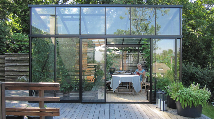 This gorgeous greenhouse-like home in the Netherlands ... |Contemporary Greenhouses